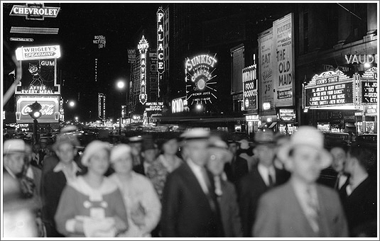 New Yorkers in Times Square waiting to see the first ever ball drop, 1907.  Source: press photo for the NY Times.