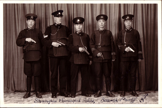"An ""entry team"" of officers in the Shanghai Foreign Concession, trained and led by a British officer.  The police needed serious training and firepower to stand up to the strong criminal gangs that controlled much of the city.  Photographer is unknown."