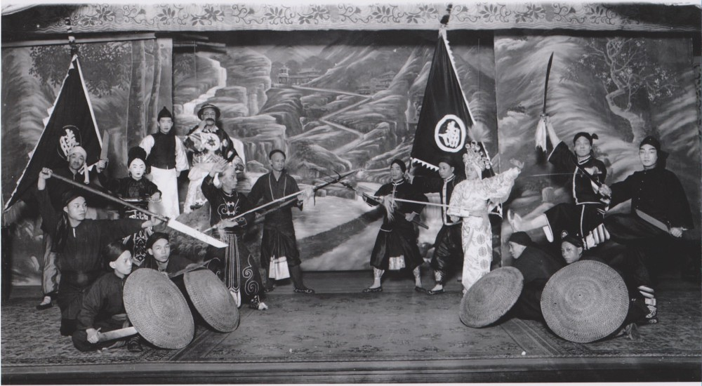 Cantonese Opera Performers in San Francisco, circa 1900. This picture came out of the same milieu as the one above it. Notice the wide but short blades used by these performers. Such weapons had a lot visual impact but were relatively safe to use on stage.