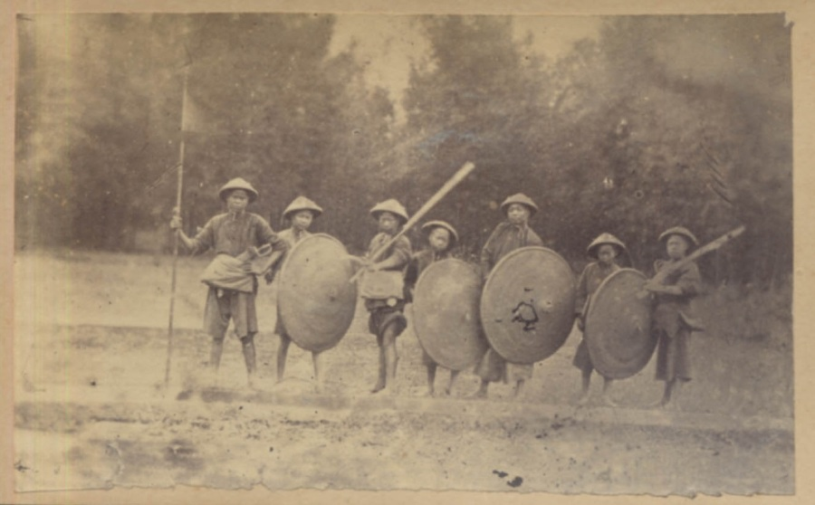 Rural militia in Guangdong, Pearl River Delta, taken sometime during the Second Opium War (1856-1860). Source http:\\www.armsantiqueweapons.com.