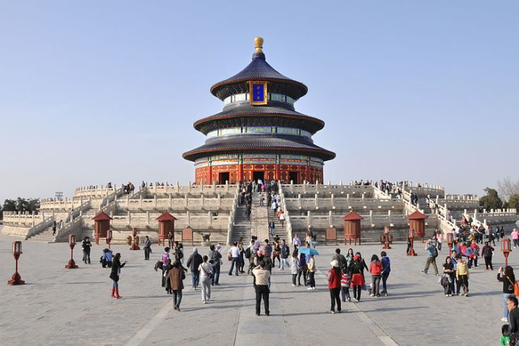 Tourists visit The Hall of Prayer for Good Harvest at the Temple of Heaven in Beijing. April,2010. Source: Wikimedia.
