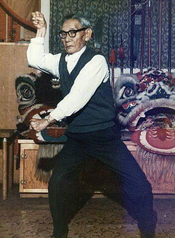 Lau Bun demonstrating a form in the late 1960s.  Source: http://plumblossom.net/ChoyLiFut/laubun.html