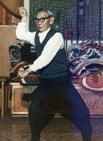 Lau Bun demonstrating a form in the late 1960s.  Source: http://plumblossom.net/ChoyLiFut/laubun.html