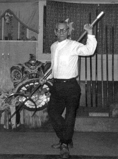 Lau Bun demonstrates the use of the Tiger Fork in the late 1960s. Source: http://plumblossom.net/ChoyLiFut/laubun.html