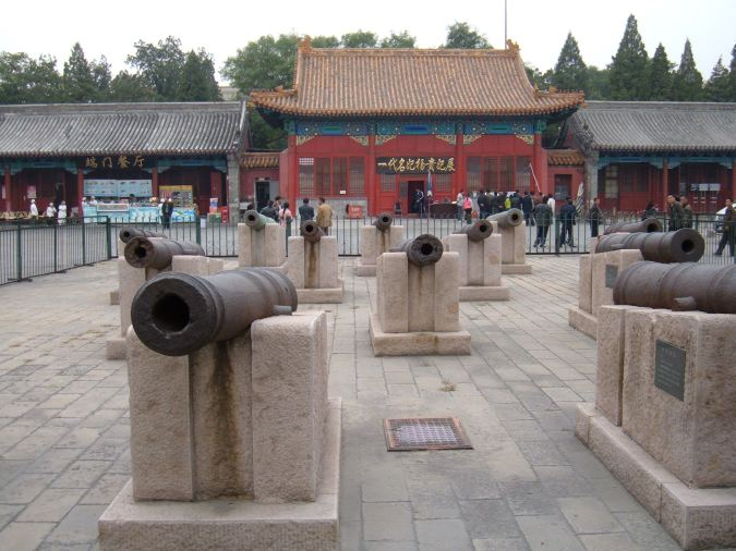 Old cannons on display in the Forbidden City Courtyard.  Source: Wikimedia.
