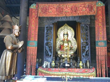 Shrine to Guanyin at the Foshan Ancestral Temple. Source: Wikimedia.