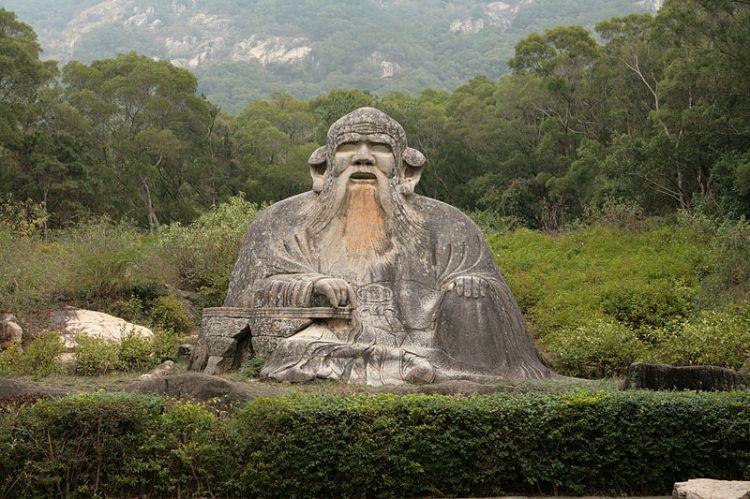 Statue of Lao Tzu in Quanzhou.  Source: Wikimedia.
