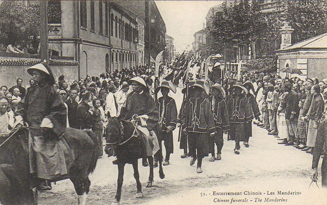 Chinese official and his retinue/staff in a procession in Shanghai (pre-1911).  Again, notice the polearms carried by his employees.  They are flashy, and possibly brightly painted, but probably not very functional.