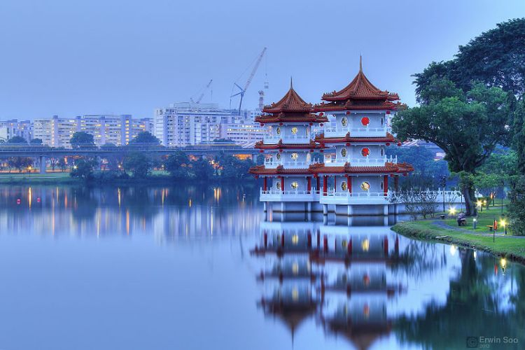 Twin Chinese Pagodas in Singapore. Source: Wikimedia.