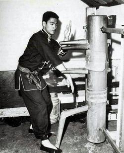 Bruce Lee working an early Gua Jong, circa 1960.