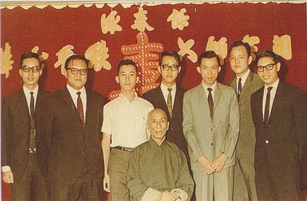 Ho Leun standing to the left of Ip Man. Source: Ip Ching and Ron Heimberger. Mook Yan Jong Sum Fat. 2004.