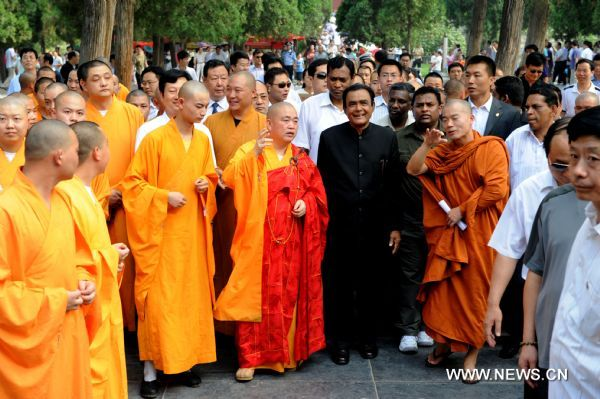 Prime Minister of Sri Lanka visiting the Shaolin Temple.