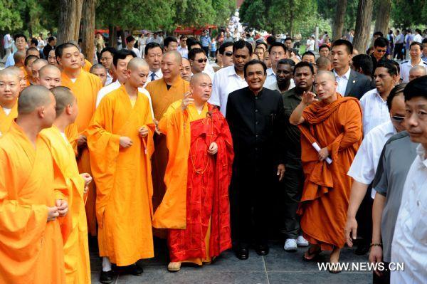 Prime Minister of Sri Lanka visiting the Shaolin Temple.