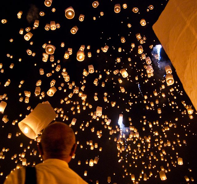 Congratulations to Kung Fu Tea on its 100,000 page view!  Source: Yi Peng Sky Lantern Festival in Thailand.  Wikimedia.