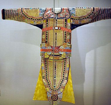 Late Qing era silk opera costume.  Elaborate costumes were a stable of Cantonese Opera.  Source: Wikimedia.