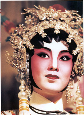Image of a female general in cantonese opera.Copy Right Granted from Stacey Fong, author of Bay Area Cantonese Opera.  Source: Wikimedia.