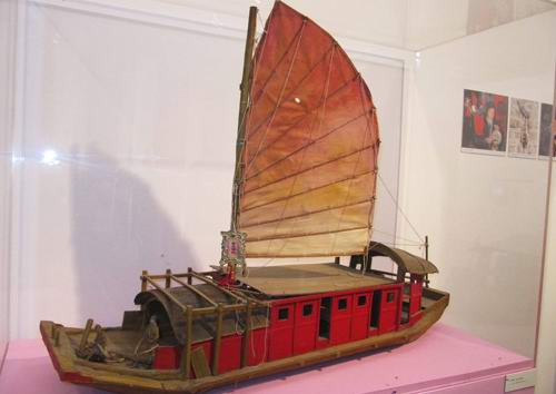 A model of a Red Boat of the type that carried Cantonese Opera companies in the late 19th and early 20th century.