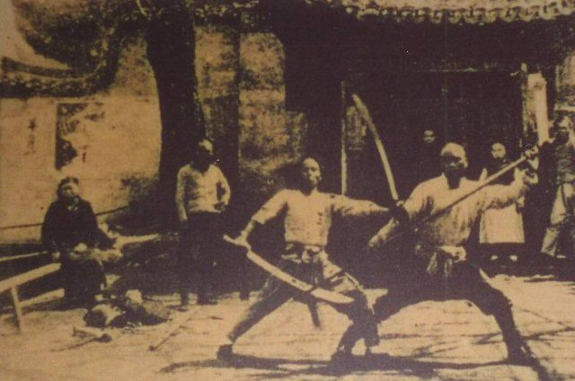 A martial arts performance at a marketplace in Shanghai, circa 1930. Source: Huan Fei Hung Museum.