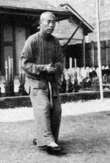 Tung Ying-chieh performing a Yang Family Sword set.  Source: http://www.chipellis.com
