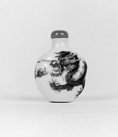 Chinese snuff bottle with dragon.  Qing dynasty, 1820-1850.  Walters Art Museum. Source: Wikimedia.