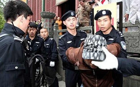 Members of the new anti-terrorism team demonstrating the arrest of a suspect.  Source: www.scmp.com