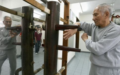 Ip Chun practices the dummy form at the age of 90.  Source: Dickson Lee, SCMP.