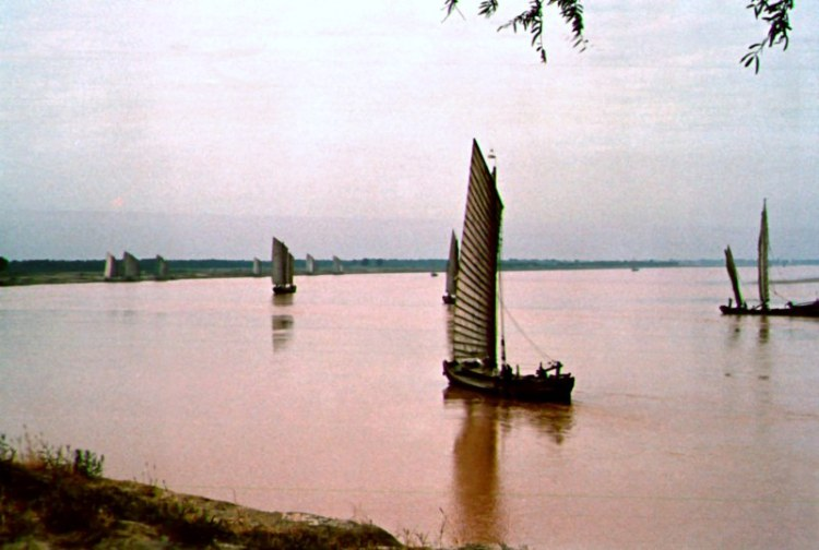 Boats on the Yellow River in Shandong.  Source: Vintage Postcard.