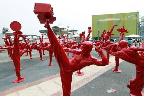 Bruce Lee statues as the 2010 Shanghai World Expo.  Source: kungfu.chinese.cn