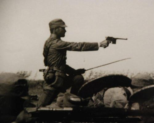 A soldier during the 1930s, armed with both a Mauser handgun and dadao.
