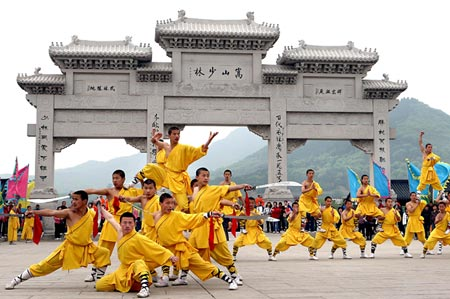 A group of Shaolin martial art practitioners perform for tourists in front of Shaolin Temple in Zhengzhou in September this year.  Source: Wantchinatimes.com