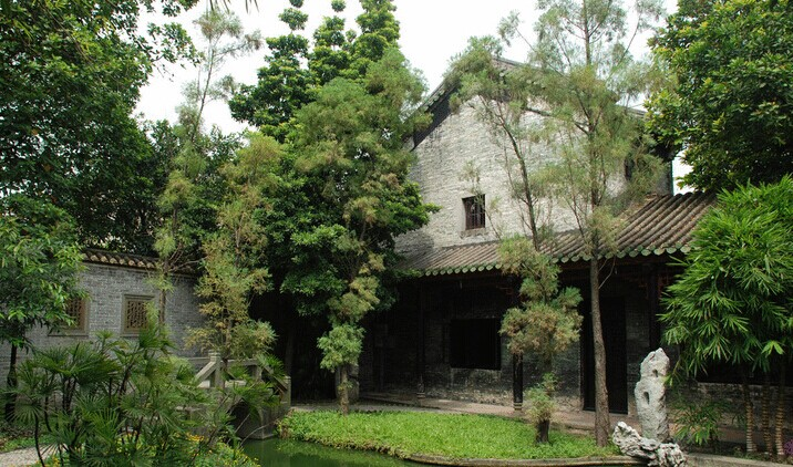 Another structure in the Liang Yuan Garden.  Source: Wikimedia (cc).