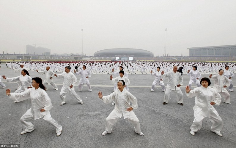 Taijiquan practitioners attempting to set a new record. Source: dailymail.co.uk