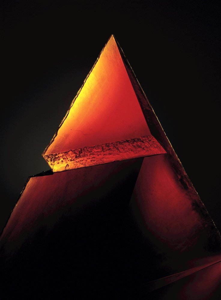 Red Pyramid by Stanislov and Jaroslava (1993). Corning Museum of Glass.