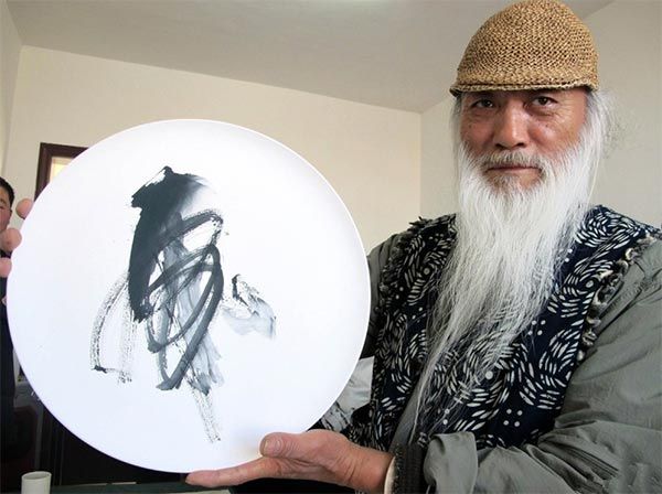 Yu Chenghui with one of his painting.  While a martial artists he was also an accomplished poet and calligrapher.  Source: chinadaily.com.cn