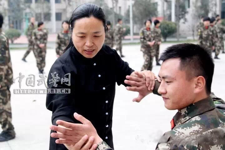 Henans police learn Taijiquan