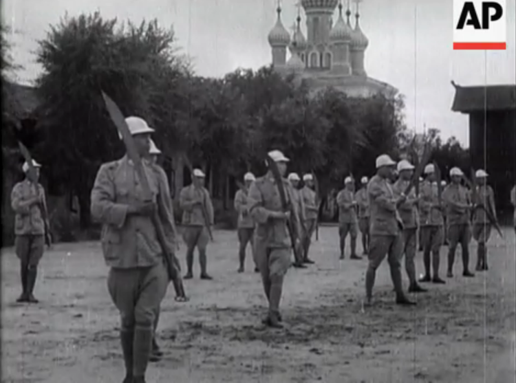"""""""Russo/Chinese War Scenes."""" Chinese soldiers drill with Pudao.  Vintage Newsreel. 1929."""