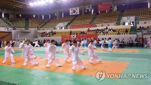 A Taijiquan performance by visiting martial artists from neighboring China in Chungju South Korea.  Source: