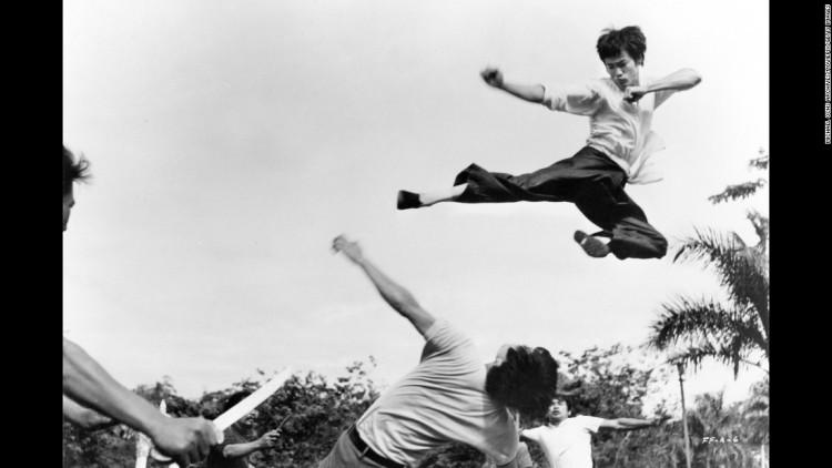 Bruce Lee.kick.-mind-of-bruce-lee-super-169