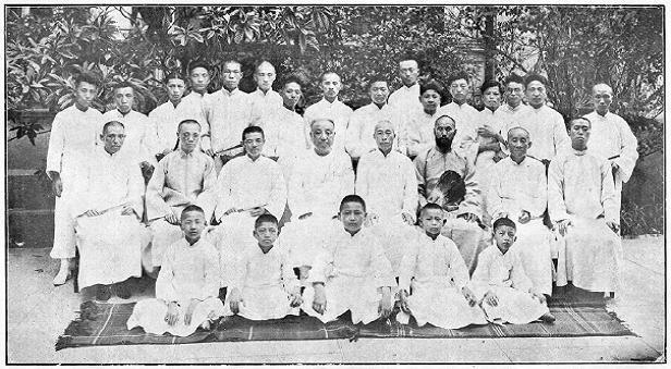Achieving Softness Society, group photography. 1925.