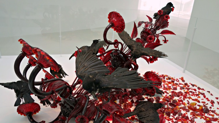 Javier Pérez (Spanish, b. 1968), Carroña (Carrion), Murano, Italy, 2011. Blown glass chandelier, assembled, broken, taxidermied crows. The Corning Museum of Glass.